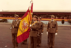 La Bandera del regimiento en una Jura de bandera en el CIR 10. 1984